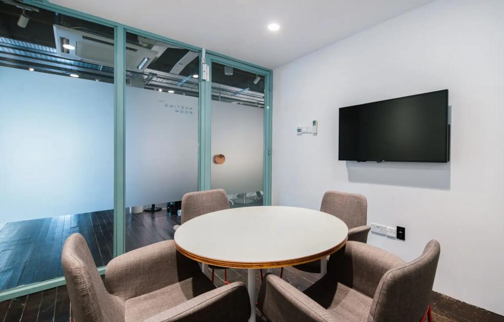 Meeting room 2 (4 pax)