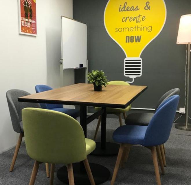 6 Pax Meeting Room